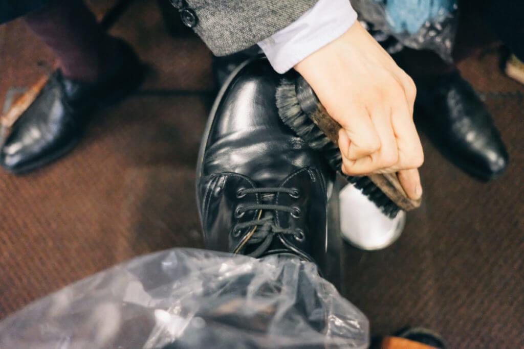 靴磨きの様子