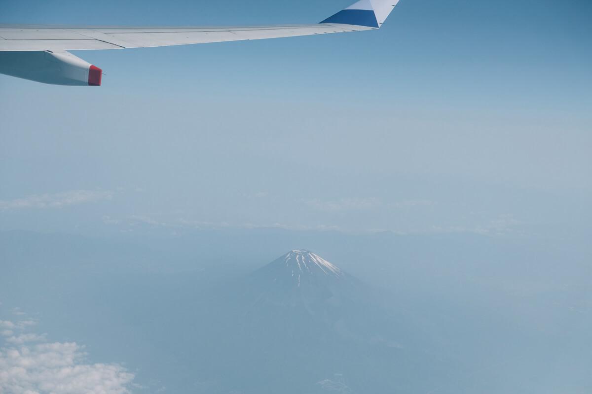 機内から見える富士山