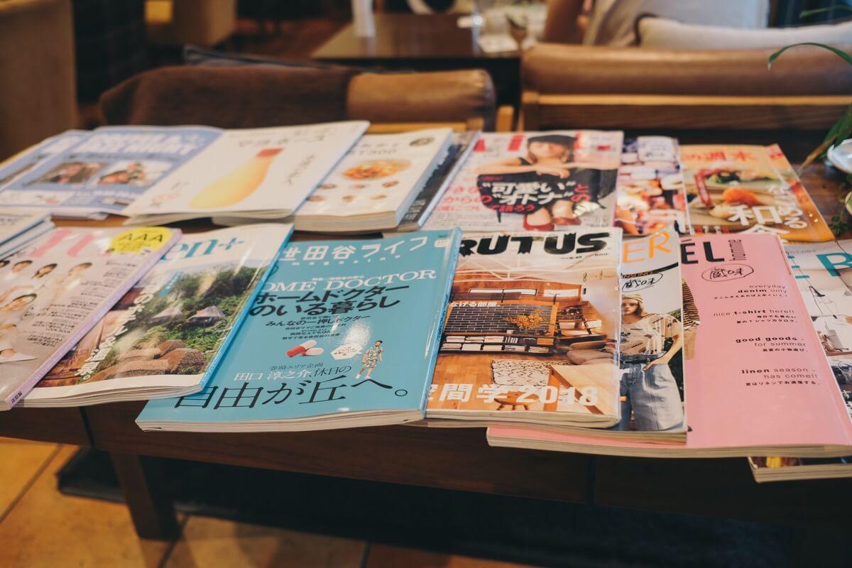 店内には雑誌が置いてある